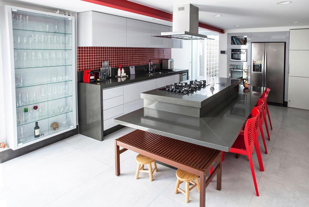 01-pecas-sob-medida-para-cozinha-em-compensado-de-sumauma-revestido-com-formica-cinza-platina-brilho